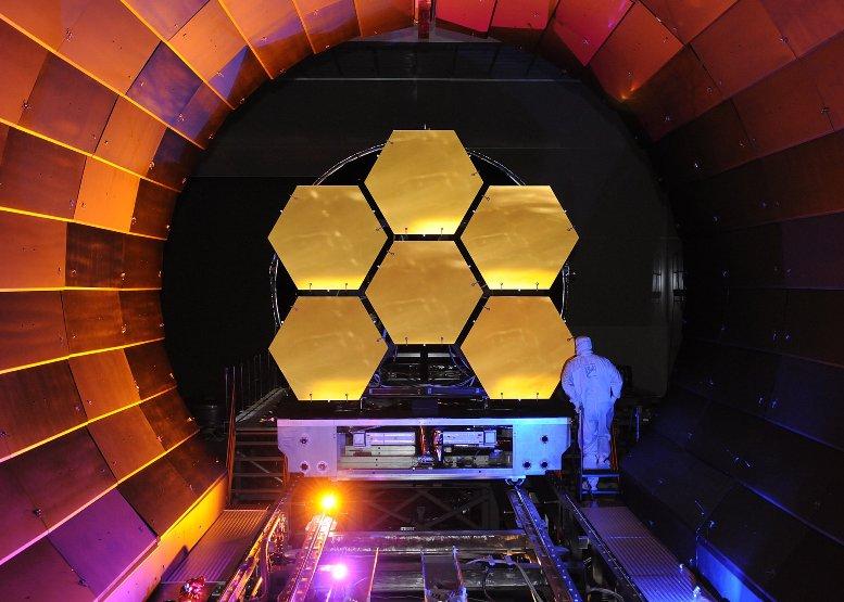 آینه های طلا اندود تلسکوپ فضایی جیمز وب، آزمایش سرمازائي(برودتی) را پشت سر می گذارند.