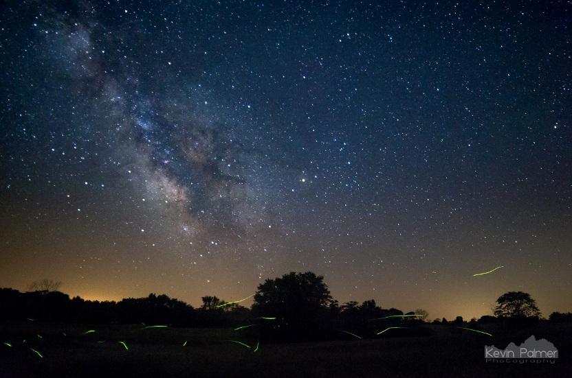 شب های نیمه تابستان برای مشاهده ی ستارگان کهکشان بسیار عالی هستند بخصوص اگر کرم های شبتاب هم به این نمایش بپیوندند!