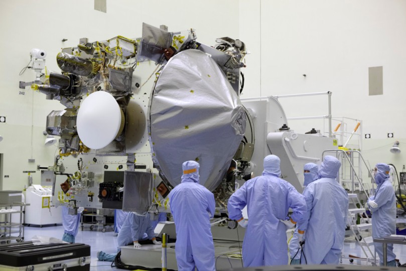 nasa-osiris-rex-spacecraft-in-clean-room-nasa-photo-posted-on-spaceflight-insider