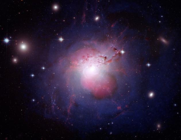 برساوش A در قلب خوشه کهکشانی بزرگتر برساوش قرار گرفته است (مطابق تصویر)