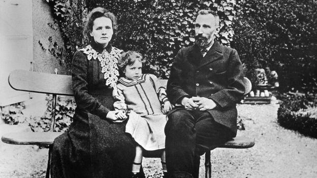 پیر کوری و ماری کوری، سال ۱۹۰۴
