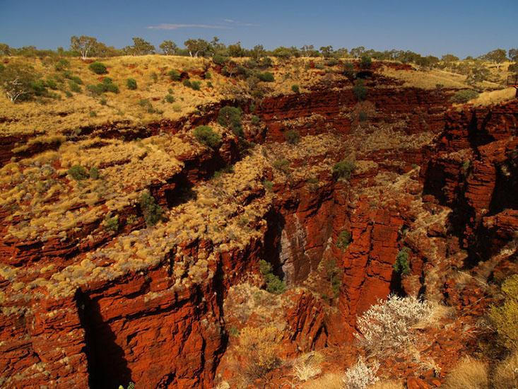 """خاک های قدیمی منطقه پیلبارای استرالیا( ناحیه غربی پارک ملی کاریجینی) با نمونه خاک های آزمایش شده از سیاره مریخ توسط کاوشگر """"کنجکاوی """" شباهت دارد."""