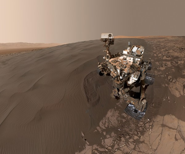 سلفی مریخ نورد کنجکاوی در سیاره ی سرخ