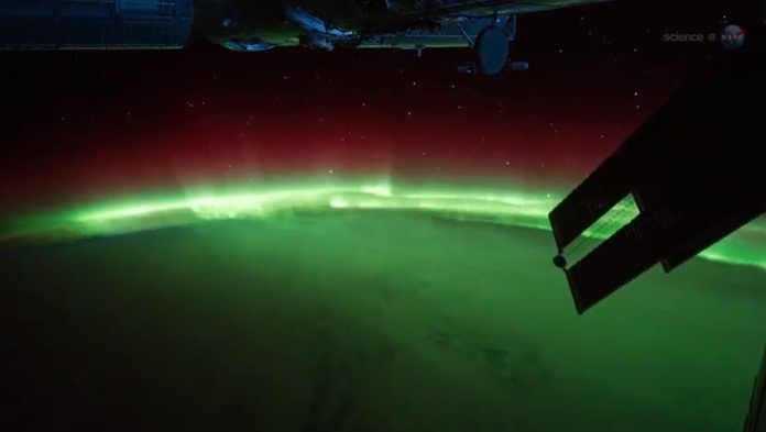 northern-lights-astronauts-space-station