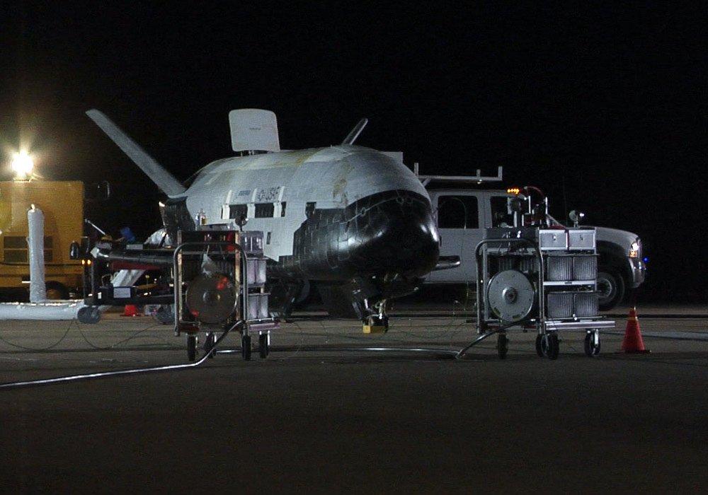x-37b-space-plane-landing-3