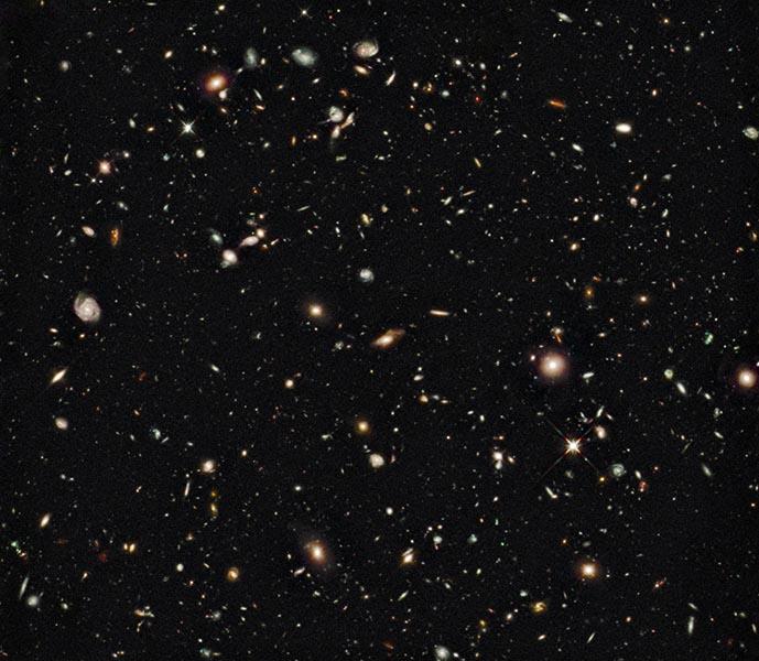 تصویری از کهکشان های بسیار دور که توسط تسلکوپ فضایی هابل ثبت شده است. مطالعه ای جدیدی درباره گاز موجود در کهکشان های بسیار دور( با فاصله ای در حدود ده میلیارد سال نوری) نشان می دهد که فرایند تبدیل گاز به ستاره در آن زمان، تقریبا مشابه جهان فعلی بوده است.