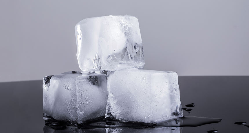 نظریهای جدید دلیل زودتر یخ زدن آب داغ را توضیح داد