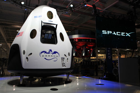 spacex-manned-dragon-space-capsule