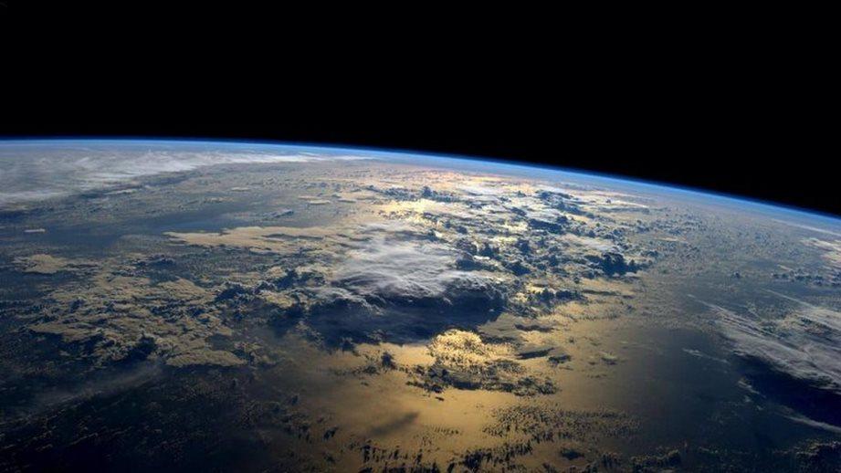 وقتی از فضا به زمین بنگرید می بینید که تخت نیست