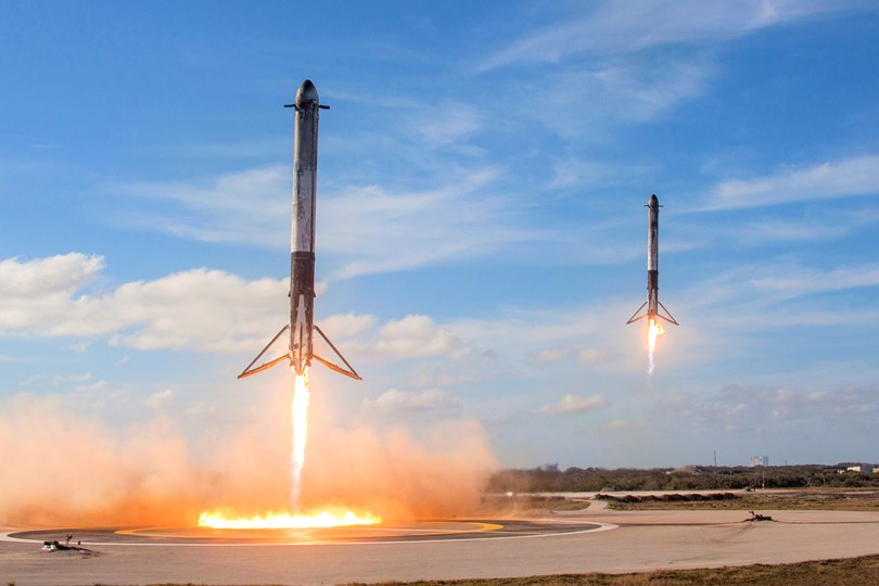 .Falcon Heavy Side Boosters landing on LZ and LZ