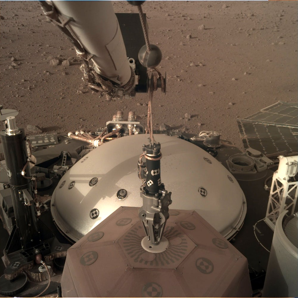 mars insight seismometer seis .PNG