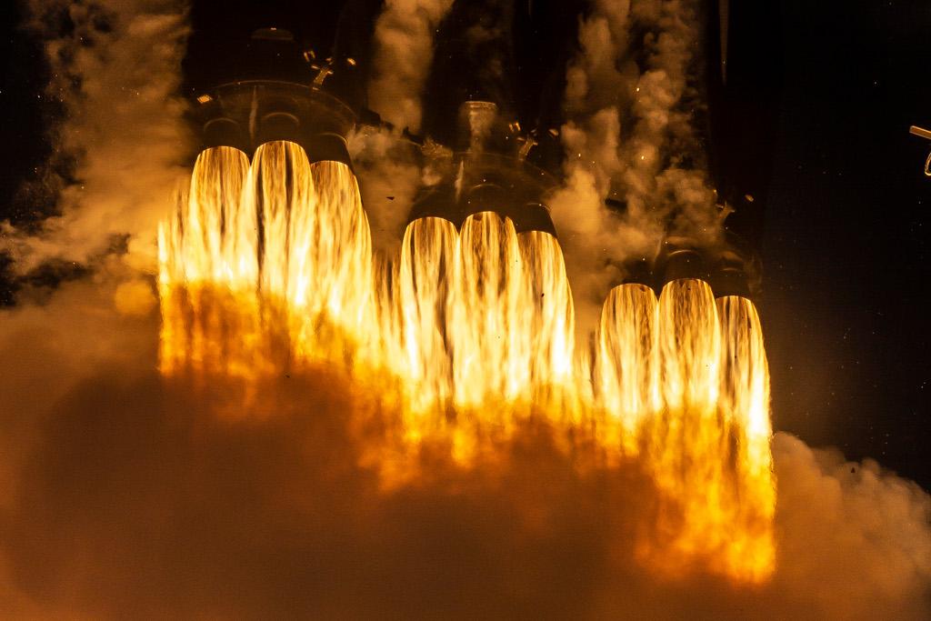 SpaceXFalconHeavyApr