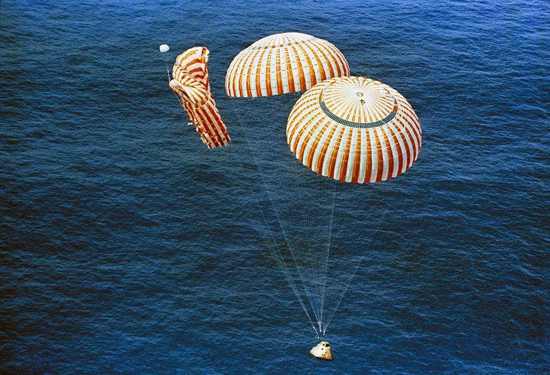 px Apollo descends to splashdown